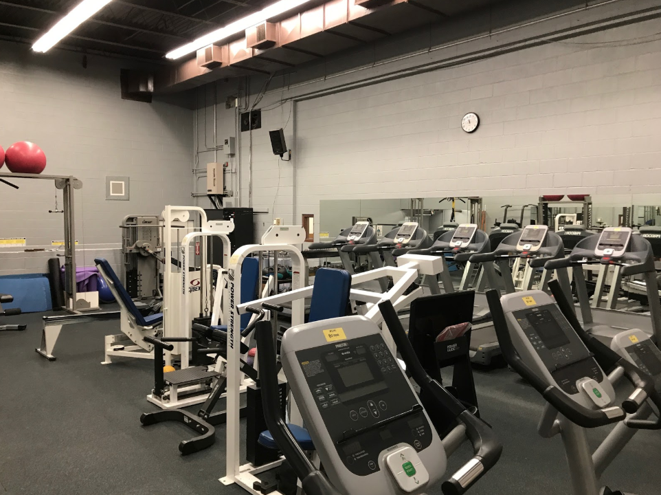 Xavier College Preparatory local gym. There are many ways teenagers can incorporate exercise into their lives, even during school. Taking a few minutes out of lunch to get some exercise in is an easy way to assimilate exercise in. Photo Courtesy of Lily Tierney '19.