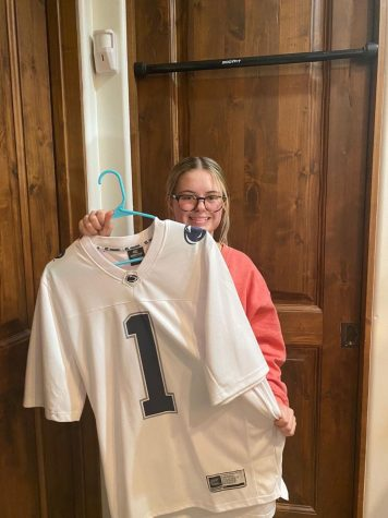 Junior Elle Samuel shows what she is planning to wear for Super Bowl Sunday.